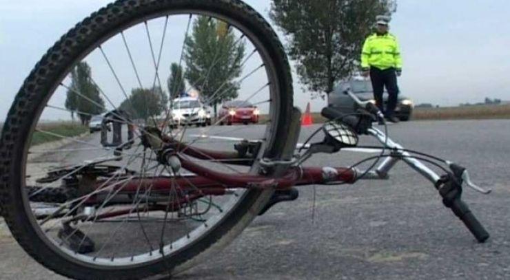 Biciclist transportat în stare gravă la spital