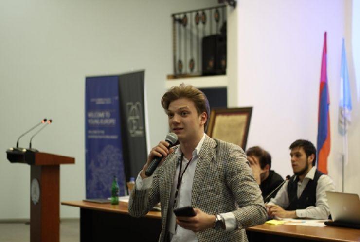 Elevul Rareș Iancu, de la CN Mihai Eminescu, la Sesiunea Internațională a Parlamentului European al Tinerilor desfășurată la Erevan
