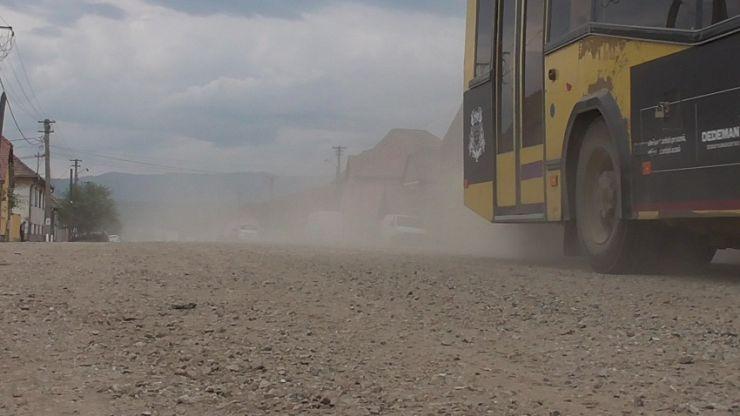 Situație de urgență în Amați! Localnicii susțin că nivelul prafului a ajuns la cote alarmante