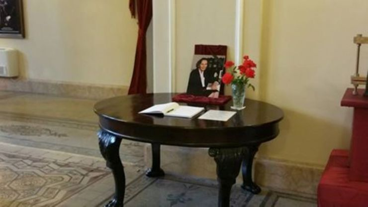 Carte de Condoleanțe deschisă în memoria Majestății Sale Regina Ana, la Castel Karolyi din Carei