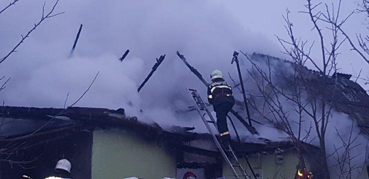 Incendiu în satul Trip. Arde hornul unei case