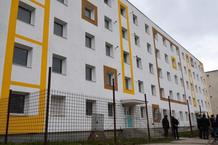 (FOTO) Lucrările de reabilitare a blocului de locuințe sociale, de pe Ostrovului, pe ultima sută de metri