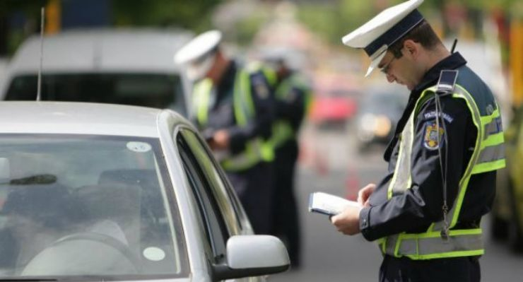 Polițiștii l-au prins cu un permis fals