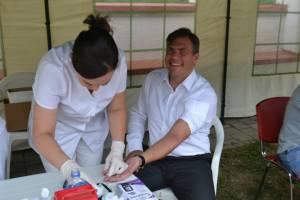 Ziua porților deschise la Ambulatoriul de specialitate. Președintele Adrian Ștef testează pe propria spinare serviciile medicale sătmărene (foto)