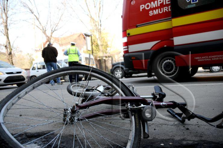 Biciclistă lovită de o mașină, la Carei