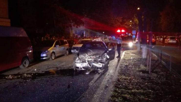 Trei mașini avariate și o persoană rănită în urma unui accident petrecut la Negrești