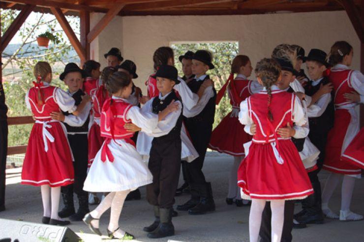 Festivalul Folcloric al Naționalităților, duminică, la Bogdand