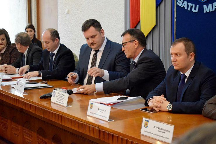 Vicepremierul Stănescu, semnătură pentru dezvoltarea drumurilor din judeţul Satu Mare