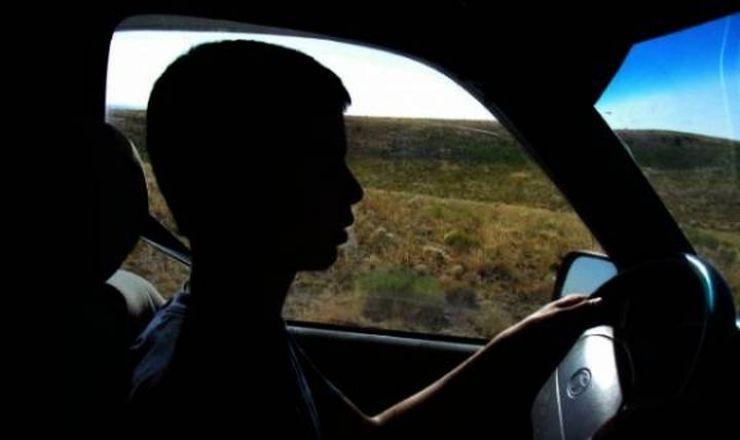 Dosar penal. Minor, depistat la volanul unui autoturism