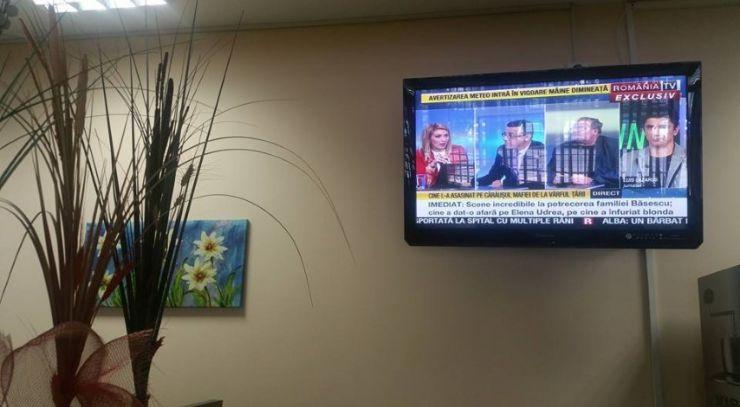 Televizoare în sala de așteptare a Spitalului Judeţean de Urgenţă Satu Mare