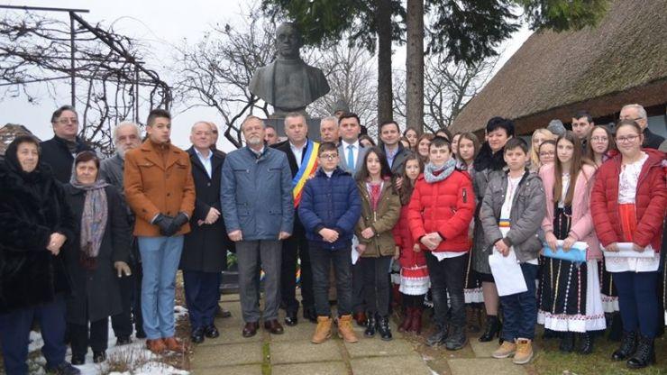 FOTO. Marele luptător pentru unirea tuturor românilor, dr. Vasile Lucaciu, comemorat la Apa