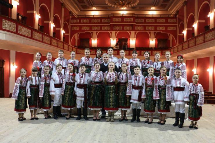 Spectacol caritabil pentru salvarea singurei instituții din Ucraina în care se studiază Cultura și Tradiția Românească