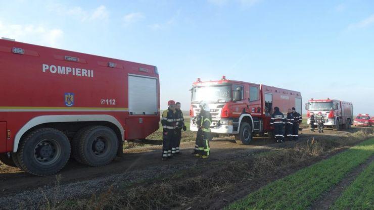 Continuă operațiunile de pregătire a intervenției de stingere a incendiului din Moftin