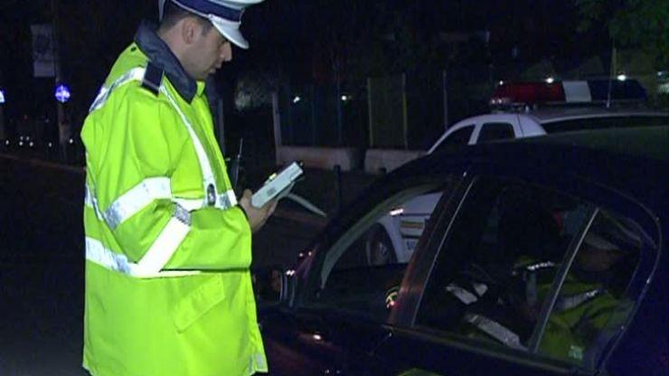 Inconștient. Un bărbat aflat sub influența drogurilor, prins conducând o mașină
