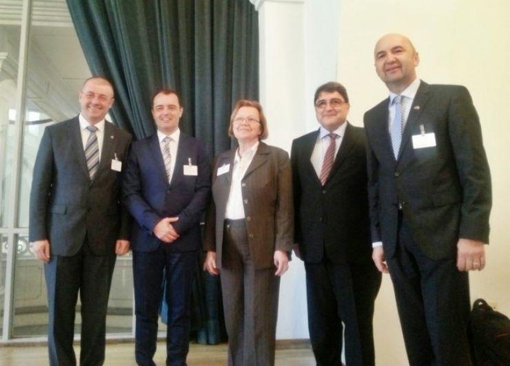 Prefectul Bud discută în Germania despre problemele etnicilor germani din România