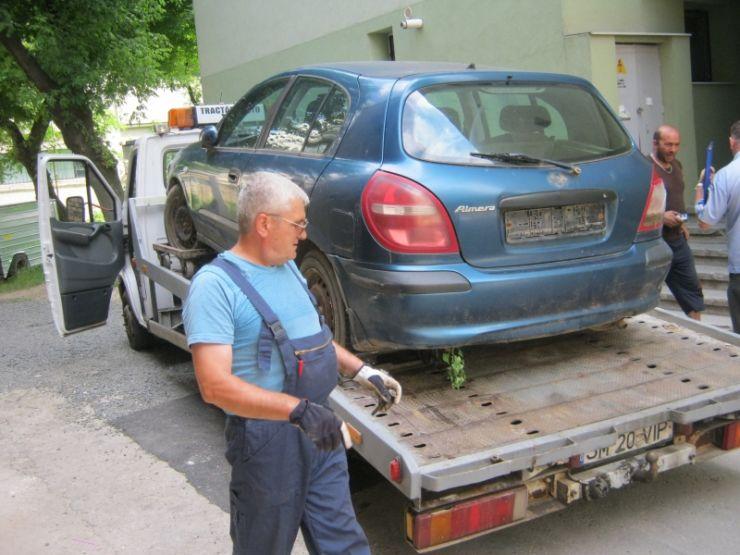 """Primăria ridică mașinile """"uitate"""" pe străzile municipiului Satu Mare"""