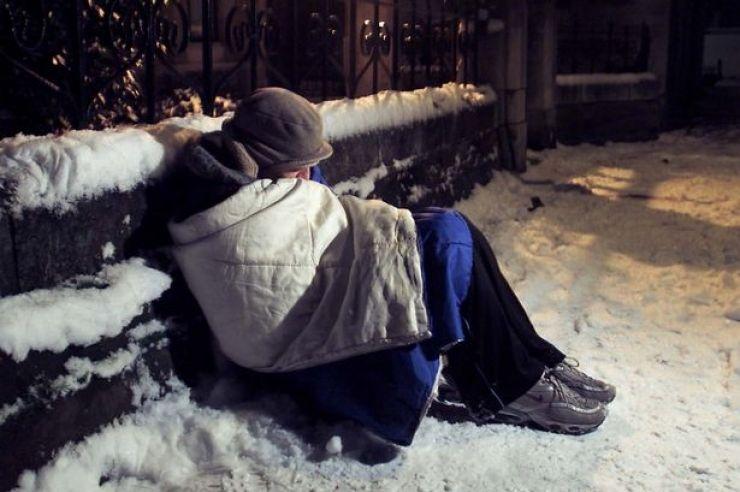 Salvaţi din GER. Oamenii fără adăpost, strânşi de pe străzile Sătmarului şi cazaţi în centrul social