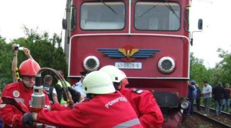 Mașină distrusă de un marfar, în Livada
