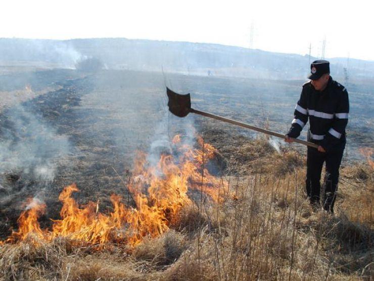 Incendiu de vegetație uscată în Turulung Vii