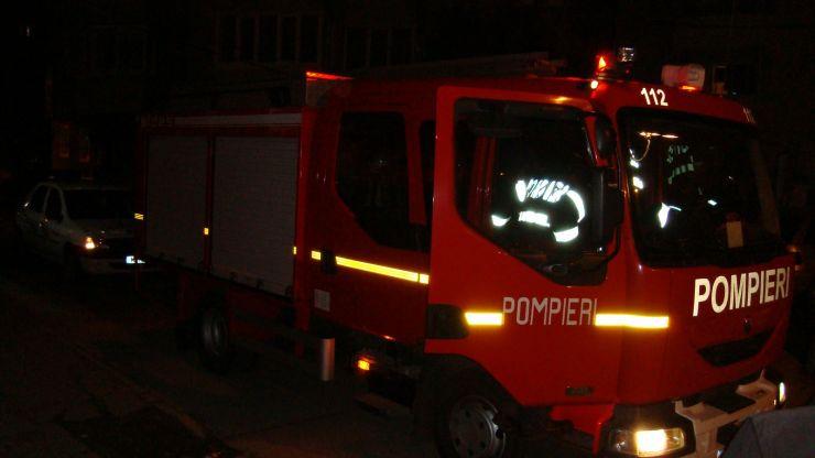 Bătrână blocată în apartament, salvată de pompieri