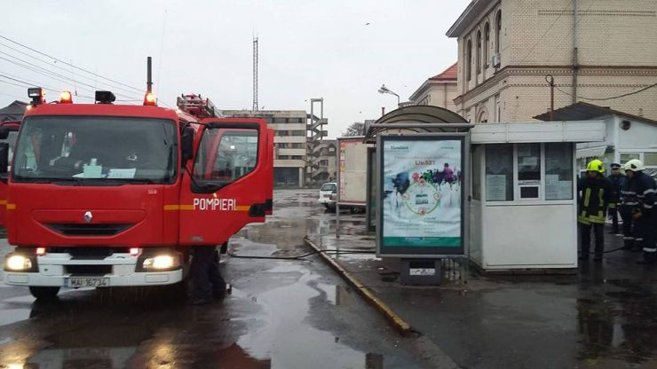 Incendiu la un automat de bilete situat lângă gară