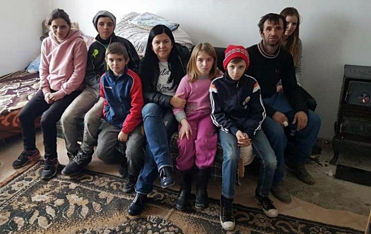 Mirela Retegan se implică pentru a-i ajuta pe cei șapte copii din Tătărăști rămași fără casă