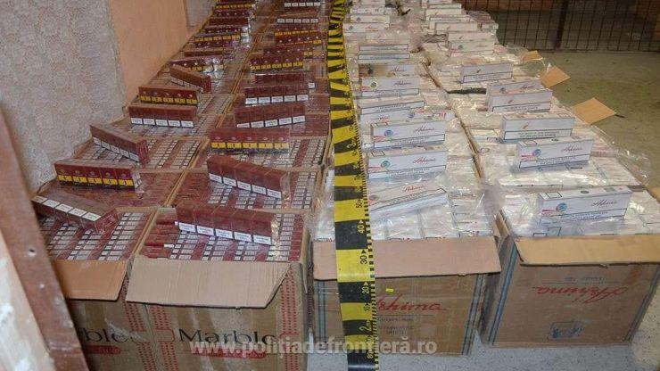 Țigări de contrabandă descoperite de polițiștii de frontieră lângă Halmeu