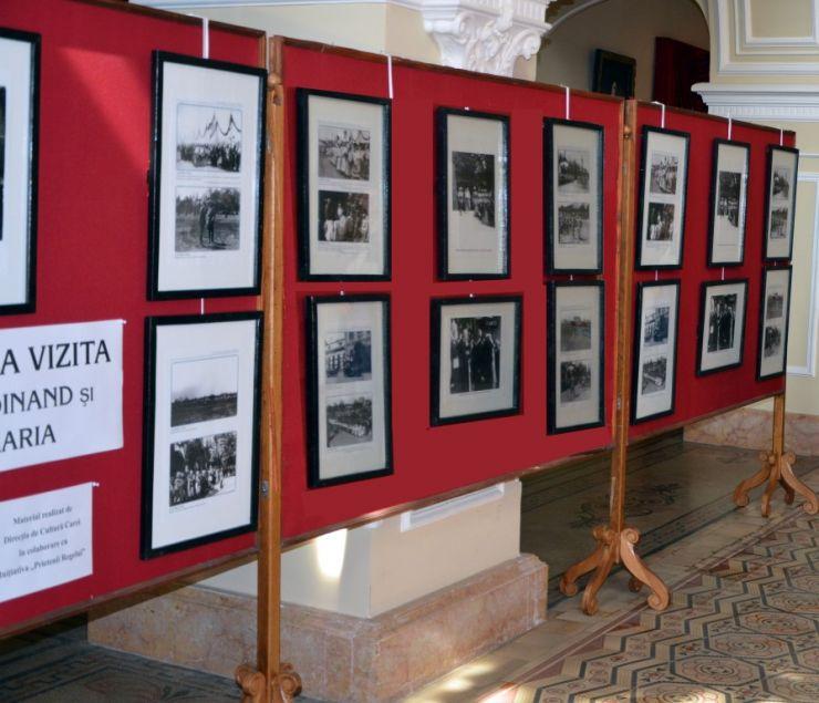 """Expoziție de fotografie: """"Familia Regală a României în imagini"""", la castelul din Carei"""