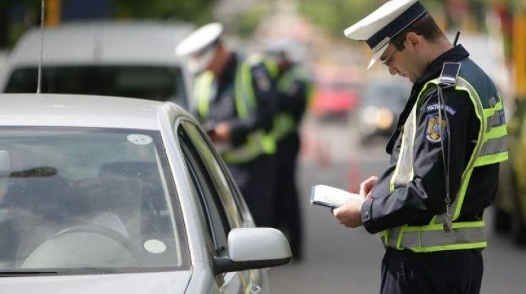 Peste 380 de sancțiuni contravenționale, în valoare de aproximativ  150.000 de lei, aplicate de polițiști, în weekend