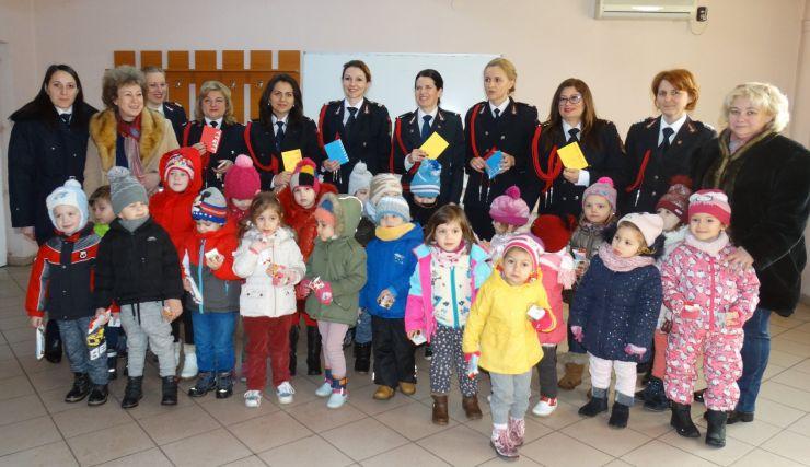 Pompierii sătmăreni, vizitați de copii de Ziua Protecției Civile
