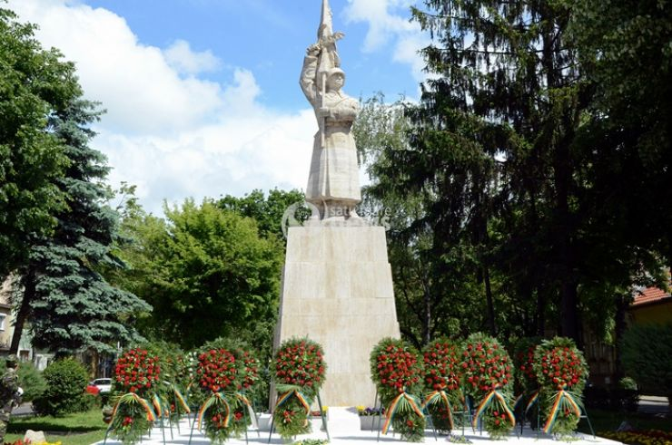 Depuneri de coroane și flori la Monumentul Ostașului Român (foto)