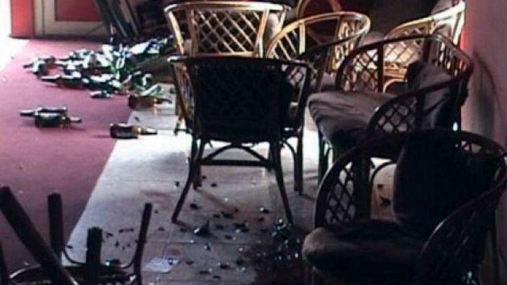Un individ din Carei a distrus cu toporul o sală de jocuri