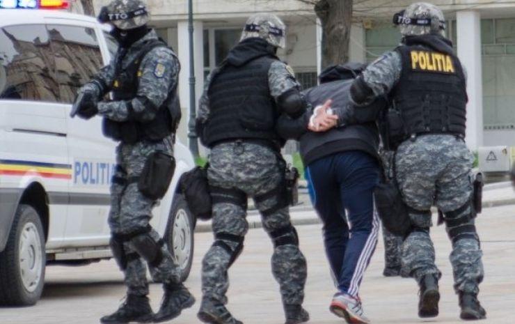 Arestat pentru pornografie infantilă | Bărbatul deținea fişiere cu copii de 4 ani