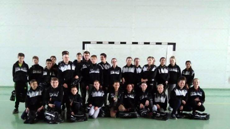 80 de elevi din comuna Pișcolt au primit echipament sportiv din partea Rotaract Satu Mare